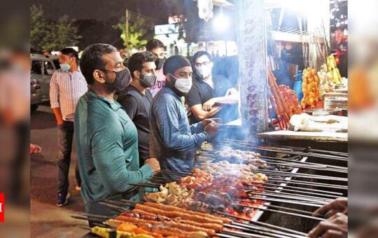 Gurgaon's Sector 56 street food market limping back to normalcy after lockdown | Gurgaon News